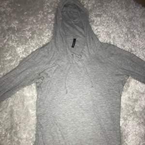 Storlek M, tunn hoodie, fint skick