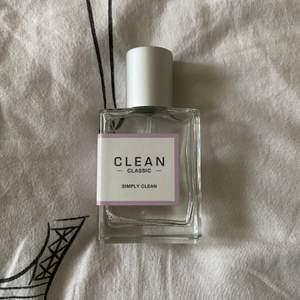 En väldigt fräsch parfym ifrån clean. Inköpspriset ligger på 500kr. Köparen står för frakten