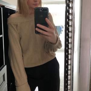 Säljer min beiga stickade tröja från Gina. Nyskick. Säljer den för 50kr + ev frakt.🤎