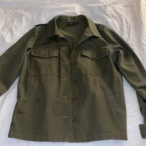 Militärgrön jeansjacka från kappahl strl s
