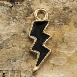 Handgjort armband eller halsband med valfritt hänge. Pris beror på vad beställningen är. 🥰