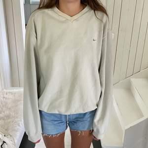 Säljer min snygga nike sweatshirt, som inte kommer till användning längre💕