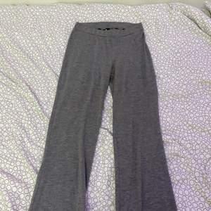 Ett par yoga pants ifrån bubblroom. De är använda en del men det är inget som syns! Väldigt långa i benen!💞💞
