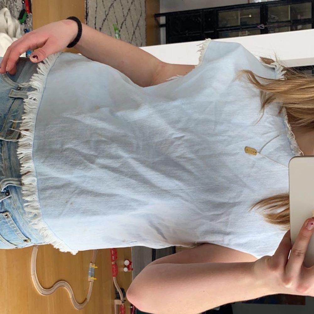 Säljer denna as coola tröja från Marc Jacobs pg av att den ej kommer till använding. Toppar.