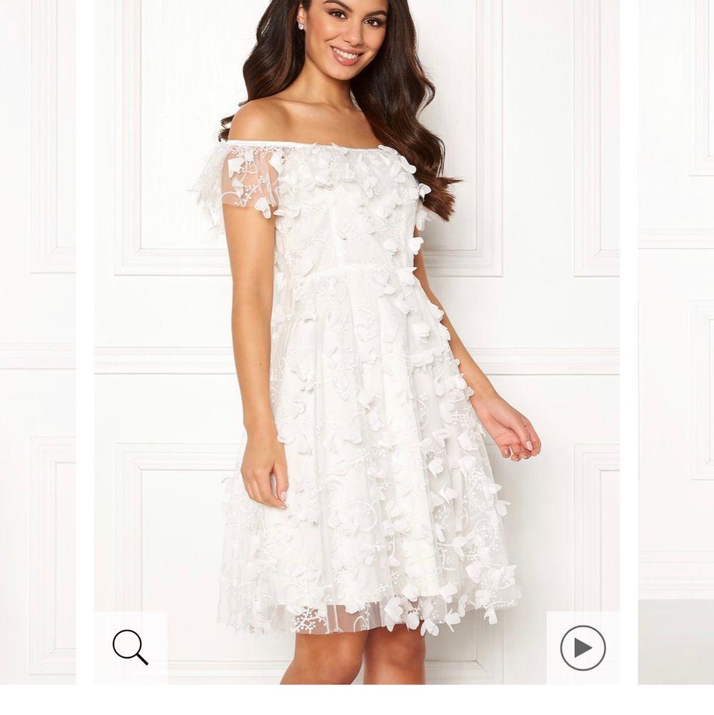 SÖKER dessa två klänningarna från Ida Sjöstedt!!!! I storlek S, men går även med XS/M!!! TACK!!! Marisol dress Ivory & Fawn dress Ivory!!!. Klänningar.
