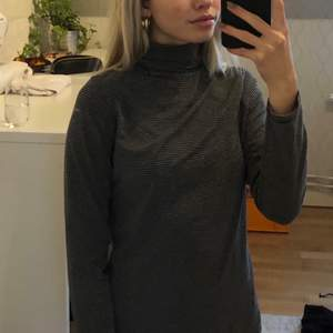 Väldigt fin och skön tutleneck tröja