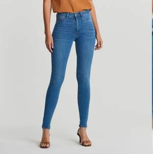 Hej jag säljer mina Molly skinny jeans från Gina tricot i storlek s sparsamt andvända jätte fina har ett mina hål som man inte ens ser men finns där bak på låret inget man tänker på därför säljer jag dom billigare✨👍✨