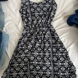 Fin klänning, Open Back