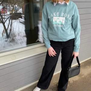 Säljer denna oanvända mysiga sweatshirt!