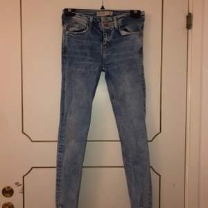 Jeans från Zara, kommer inte till användning. De är i strl 34. 120 + frakt💖