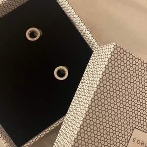 Helt oanväda äkta silver örhängen från Edblad