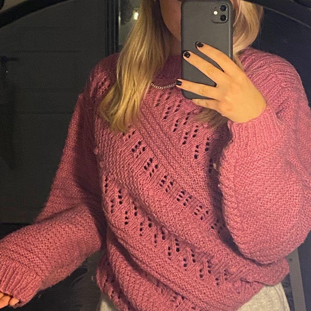 (Intressekoll) Jätte fin stickad tröja, gammelrosa, passar xs-S (mindre M) (står ej vart ifrån). Tröjor & Koftor.