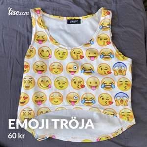Säljer nu mitt älskade emoji plagg som inte passar mig längte tyvärr. Bra skick! Och super söt.