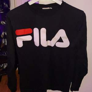 ingen användning av den här tröjan alls, ordinarie pris 239kr