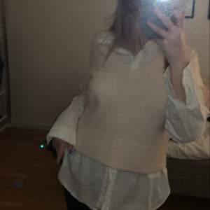 Tidigare en stickad tröja som jag gjort om till en väst🤍Strl S🦋