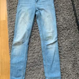 Säljer lee jeans i stl 25, säljs för 150kr
