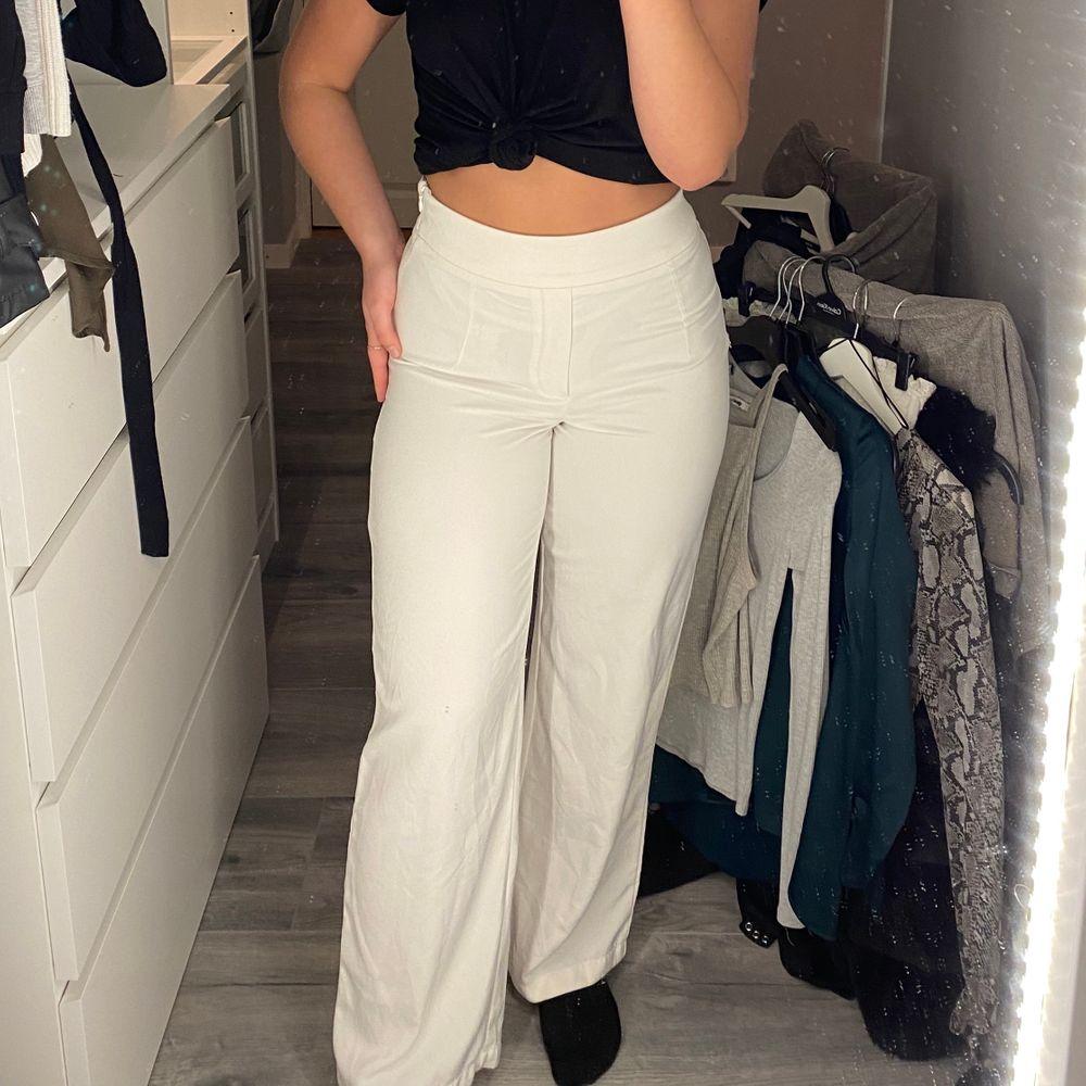 Vita jätte sköna byxor från bil bok i storlek 38. Jeans & Byxor.