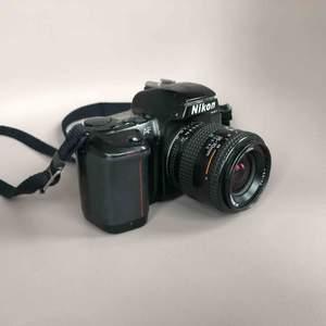 NIKON F-601 35mm Film SLR analog. Fungerar utmärkt, men saknar linsskydd och laddarsladd till batteri.   Ny pris €79,95