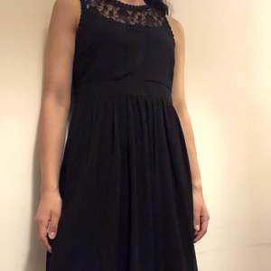 Fin klänning från Nelly. Har bara använt en gång. Om du beställer fler kläder från mig behöver du inte betala frakt separat för alla produkter❗️❗️