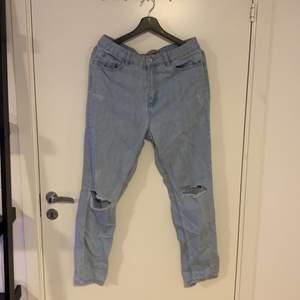 Jeans i strl 40 men skulle säga att det är strl M!