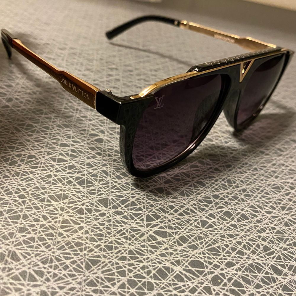 Nya mycket populära Louis Vuitton solglasögon.   Bra kvalitet. 250kr / fri frakt . Accessoarer.