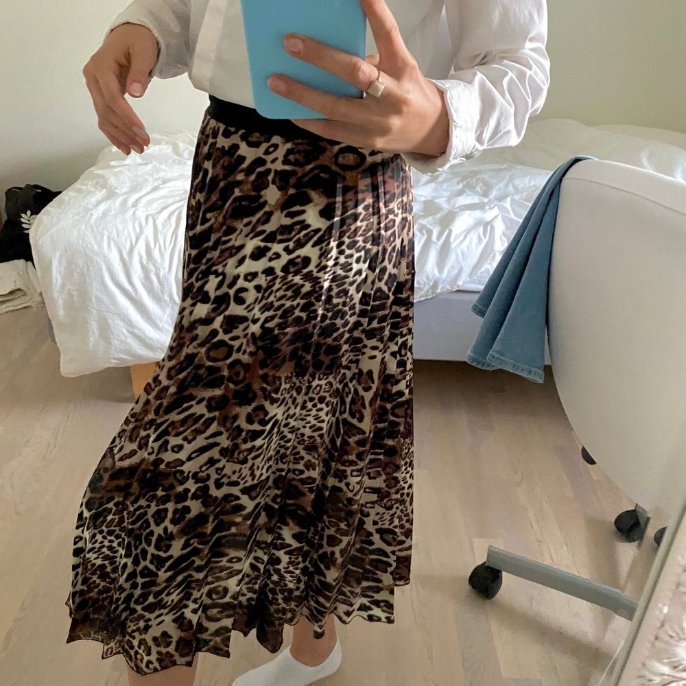 Fin vecklad långkjol i leopardfärg. Strl XS. 130kr och köparen står för frakt💞💞. Kjolar.