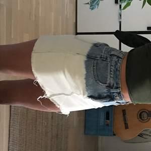 jättesöt kjol från pacsun som ja älskat men som tyvärr är för liten för mig nu. Den är köpt i USA och är från PACSUN