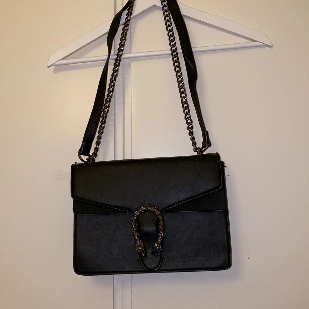 Gucci liknande väska . Accessoarer.