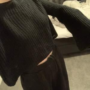 Jätte fin och skön stickad tröja vid vidgade armar, använd några fåtal gånger💞 köparen står för frakt