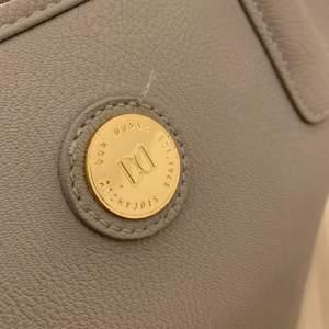 Jättefin stor Don Donna väska, grå/lavender färgad, kommer inte till användning💕