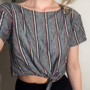 Såå snygg och skön tröja köpt på beyond retro! Bra skick 🐬