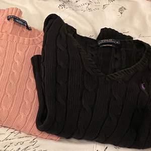 Stockade tröjor från Ralph lauren, använda ett fåtal gånger! Den rosa är i M och svarta v-ringade är i M. Passade mig när jag var S oxå!
