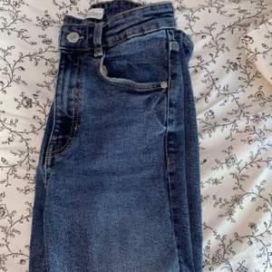 Skinny jeans från Zara, använder inte längre, storlek 36 men passar 34 också