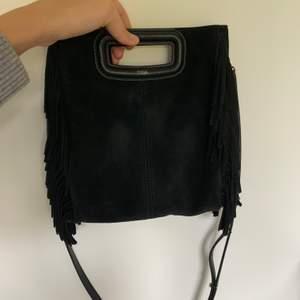 Intressekoll på min sparsamt använda Maje väska som jag köpte i Spanien förra året. Köpte den för 2400kr i en Maje butik i Palma. Hittar tyvärr inte kvittot men dustbag finns.