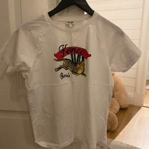 Kenzo t-Shirt i helt nytt skick. Ny pris är 1100 och mitt pris är 430