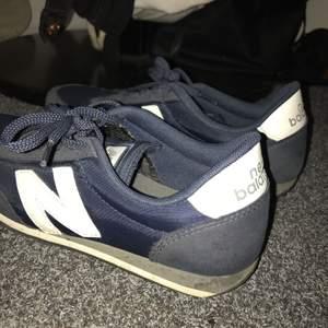 Supersnygga skor från New balance, använda få gånger då jag tyvärr chansade och köpte för stor storlek. Nypris 900