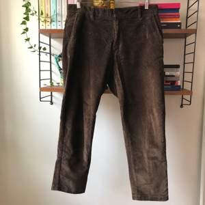 Bruna manchester-byxor från Pull&Bear.
