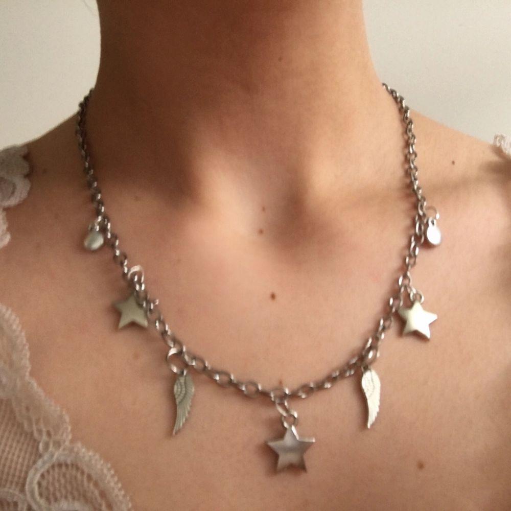 Handgjord av mig🌸 Alla smycken jag gör är återanvända från många olika smycken och annat🌸 80kr inkl frakt🌸. Accessoarer.