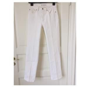 Prêt à Porter jeans i storlek 38. Nypris 1100kr.     Möts upp i Stockholm och tar bara emot kontanter😊💕