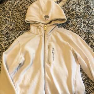 Clean hoodie sail racing hoodie ! köpt på sail racing butiken i stockholm när den var öppen