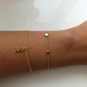 Säljer ett snyggt lyxigt guld armband med en stjärna på. Tunn kjedja och en snygg stjärna! 10% går till att rädda sköldpaddor. Frakt ingår