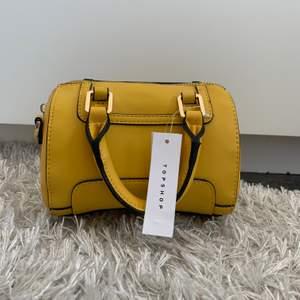 Helt oanvänd fin väska, köptes på topshop för 40 dollar förra året i usa.