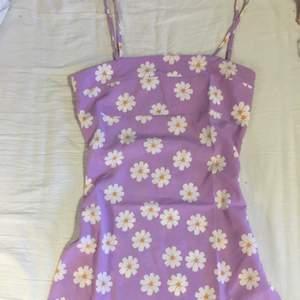 Klänning från Shein som är helt oanvänd. Lägger till fler bilder om det önskas! Storlek s sann till storleken. Frakt 44kr