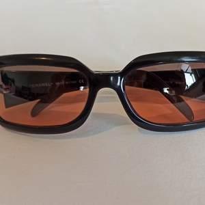 Chanel solglasögon från Italien! Glasögonen är äkta såklart! Bara rimliga bud 😬! Går även att kika på dem i Göteborg eller Jönköping om ni så vill! Tecken på använding finns. Nypris ca 2600 kr
