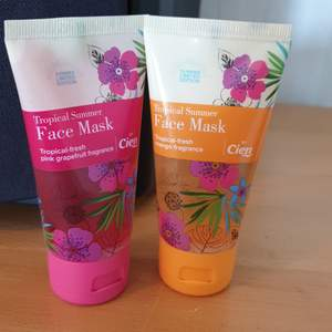 Nya oanvända facemasks. Den rosa doftar Pink grapefrukt och är en gelmask som tillför fukt i 24 h .jämnar ut mindre rynkor.Den gula doftar mango och är utslätande gel.Båda passar för alla hudtyper.50 ml i båda. Säljes 30 kr med frakt