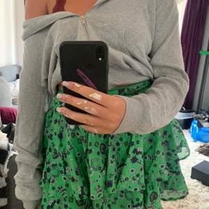 Volang kjol från and other stories i storlek s!