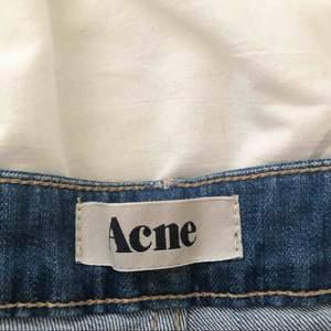 Superfin blå jeanskjol från Acne!!. Är inte stel utan har lite stretch i sig. Fickor fram och bak W26 — XS -S  150kr gratis frakt