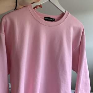 Jättefin rosa tröja från prettylittlething☀️ BUDA!