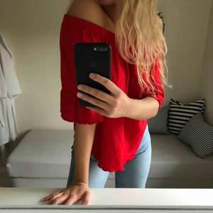 Röd tröja som man kan bära på många olika sätt! ❤️ pris + frakt