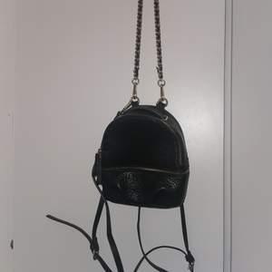 Mini backpack ifrån zara, knappt använd Som ny!!